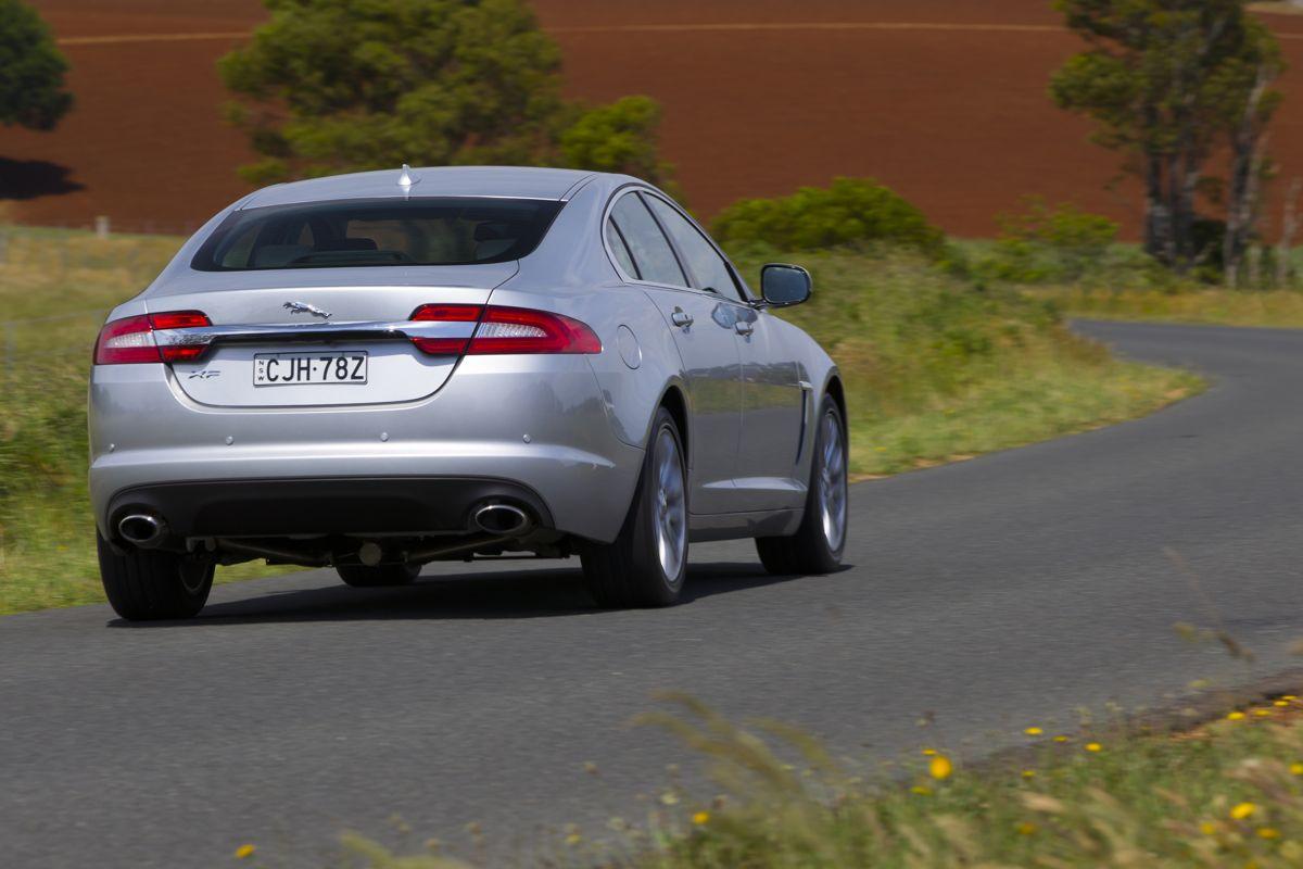 2013 jaguar xf 2.0 t review