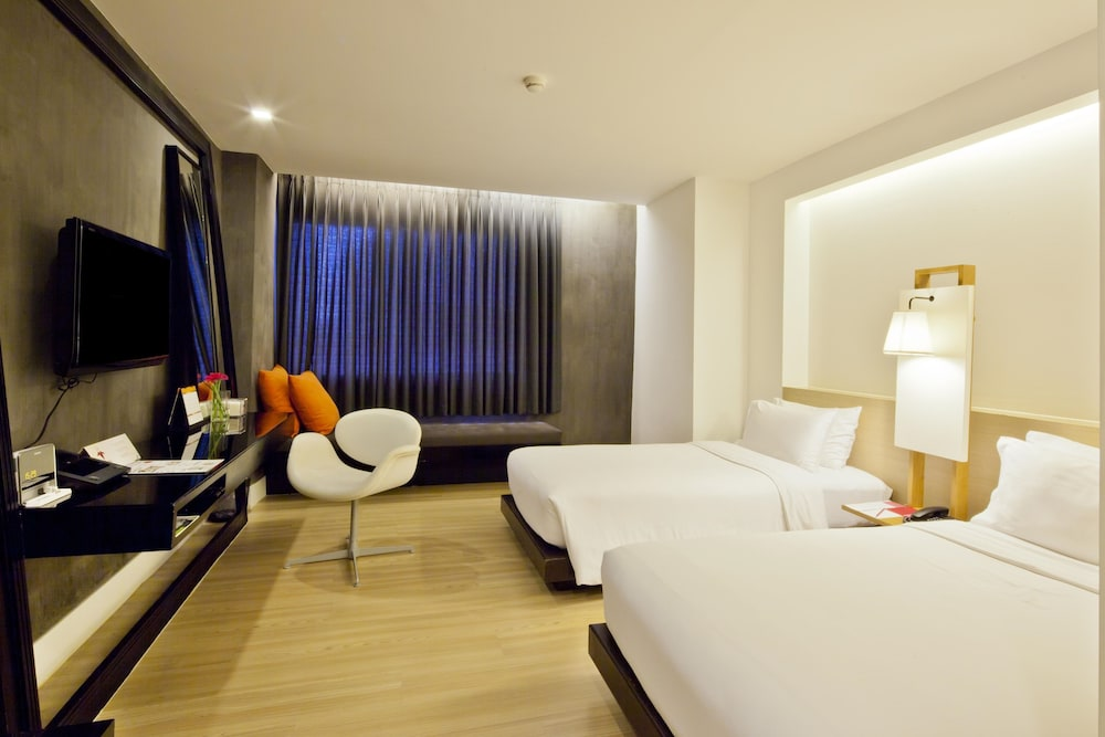 glow trinity silom hotel reviews